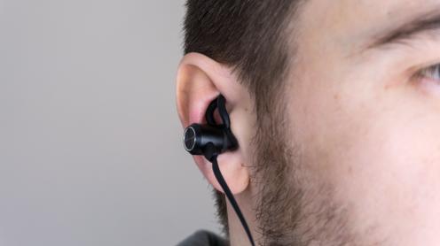 earstay-in-use-sec